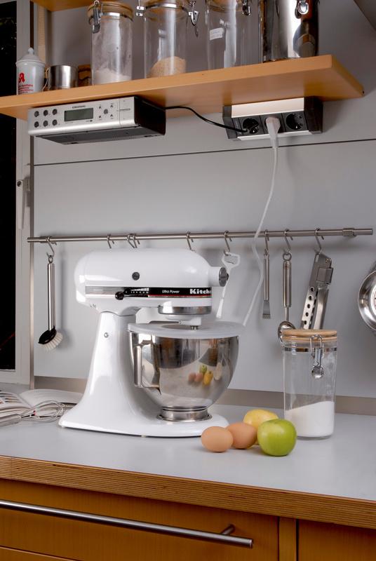Где установить розетки на кухне