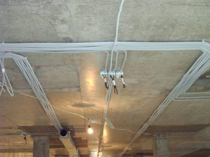 Монтаж проводки под подвесным потолком