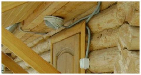 Выключатель освещения чердака следует располагать вне помещения
