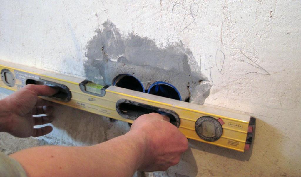 Установка закладных коробок под розетки и выключатели