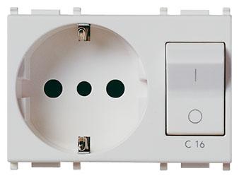 На фото представлен выключатель и розетка в полуторном (тройном модуле) Vimar