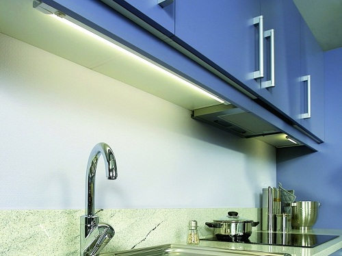 Освещение рабочей зоны кухни от люминесцентной лампы