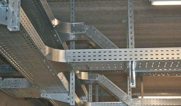 Применение металлического короба для открытой проводки