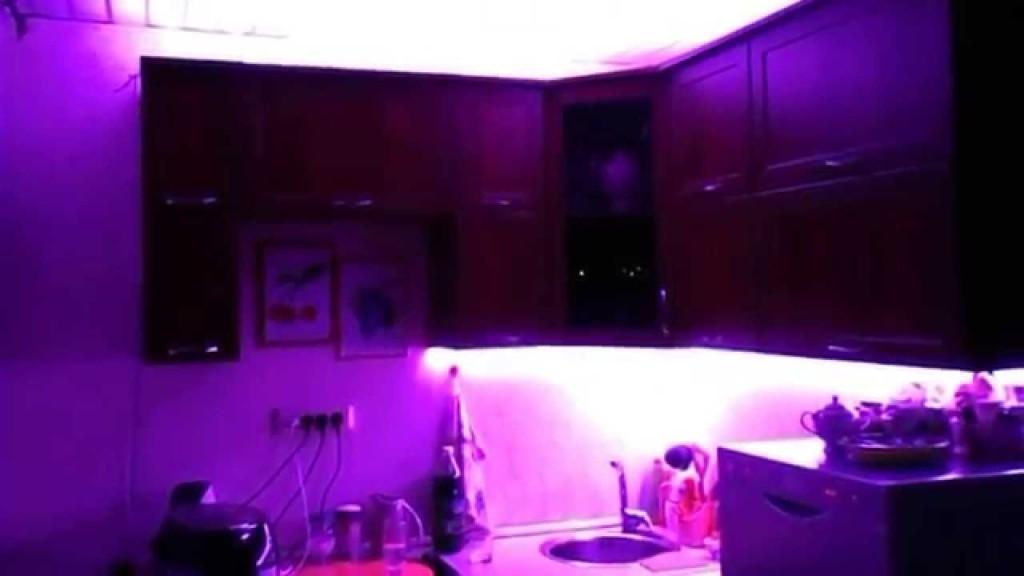Фиолетовая подсветка рабочей зоны