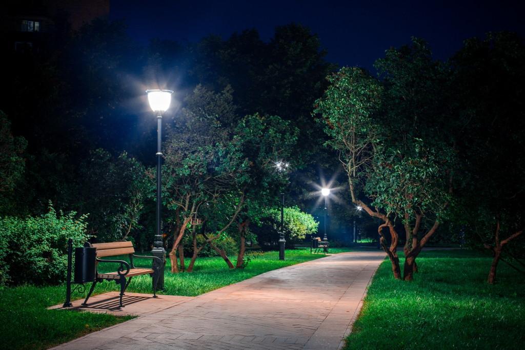 Освещение парка при помощи диодных светильников