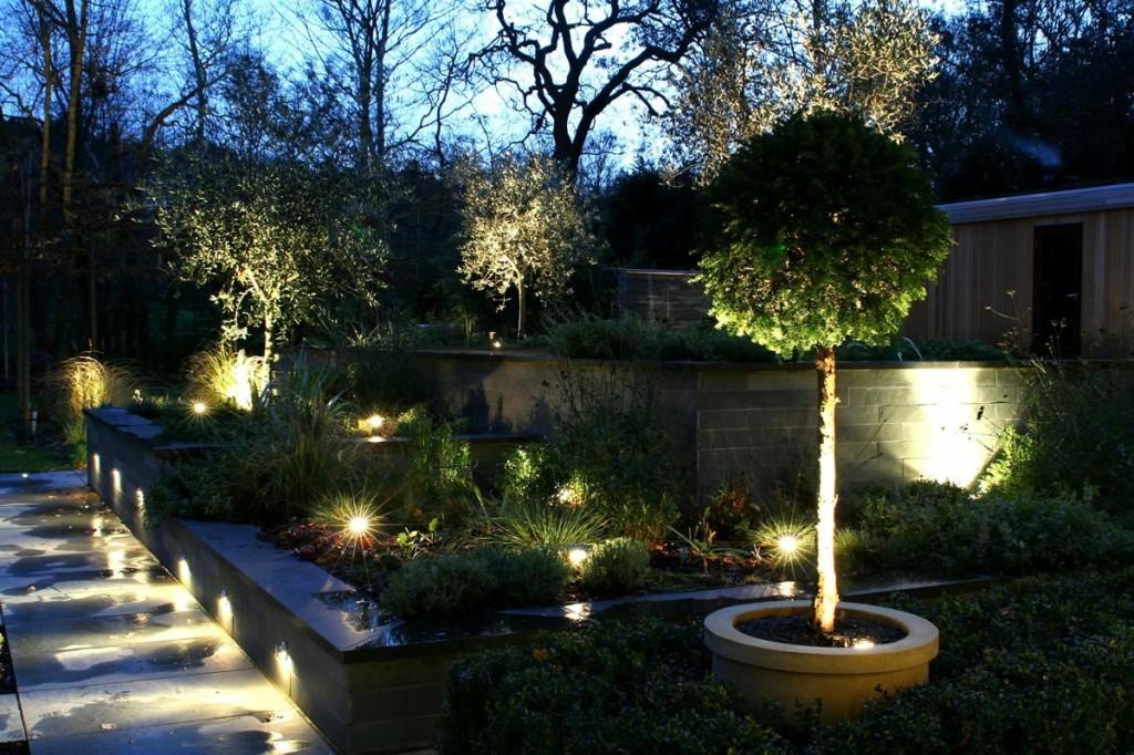 Пример использования светодиодных светильников в ландшафтном дизайне