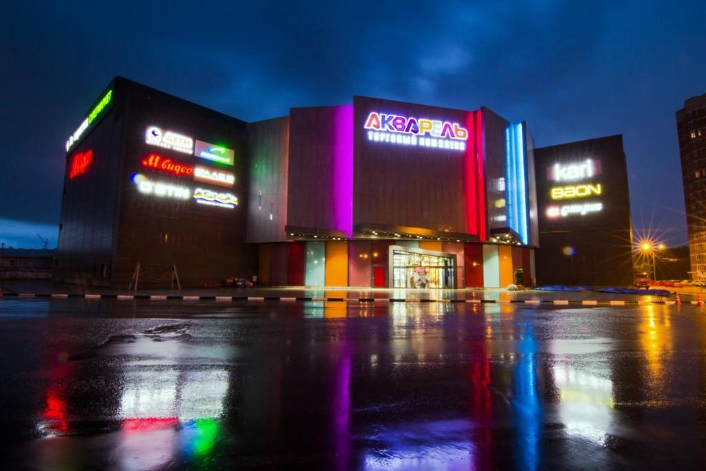 Иллюминация торгового центра с рекламными целями