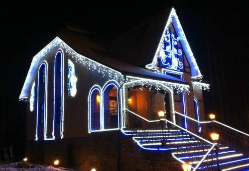 Контурное освещение, комбинированное с праздничной иллюминацией
