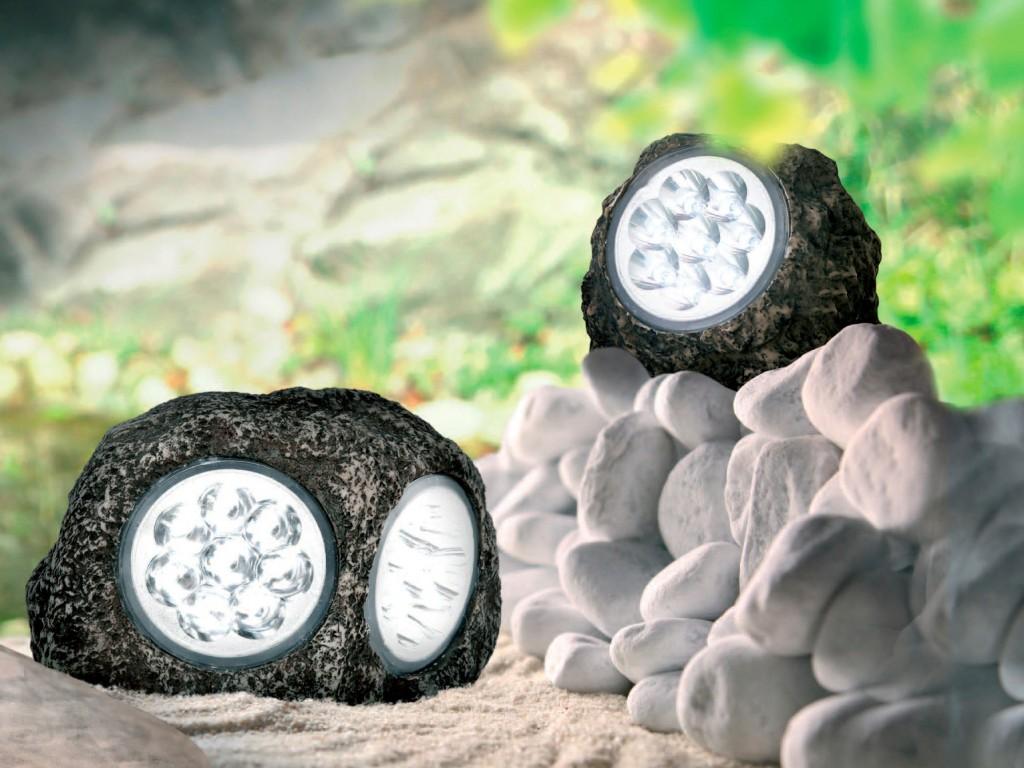 Уличные прожекторы, выполненные в форме камней, отличное решение для ненавязчивого освещения ландшафта