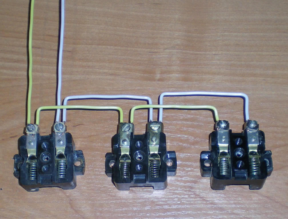 Последовательное подключение трёх розеток на одну электролинию