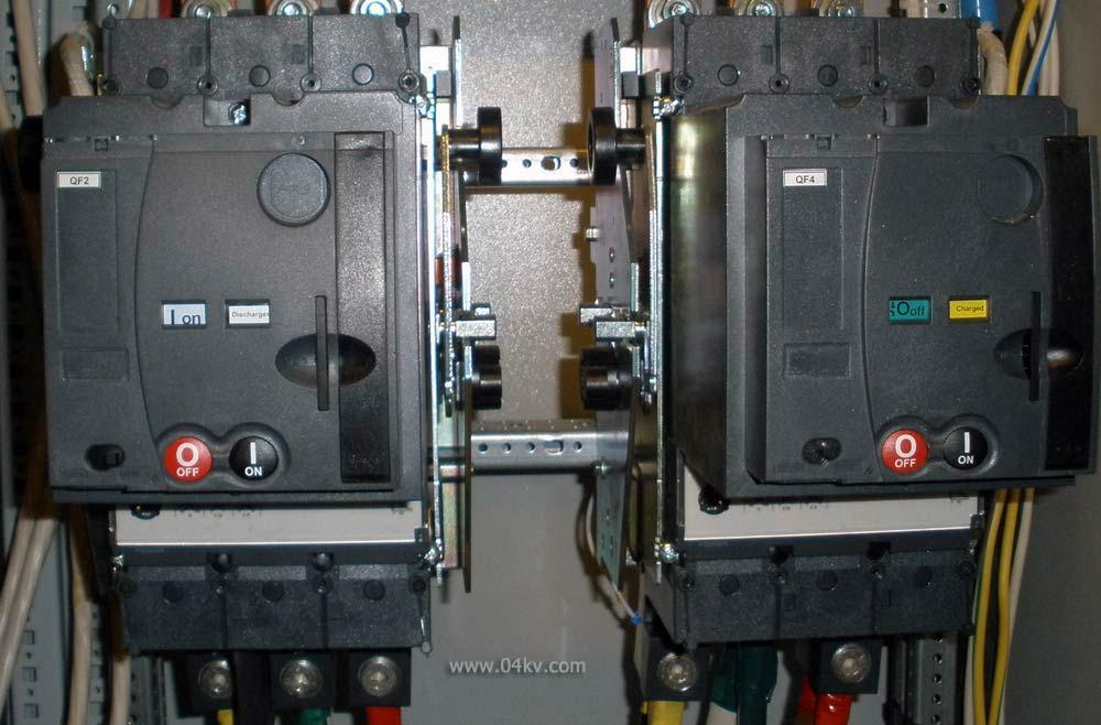Механическая блокировка между автоматами питания рабочего и аварийного освещения