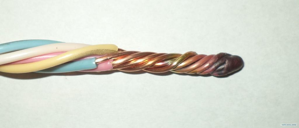 На фото представлен метод соединения методом сварки