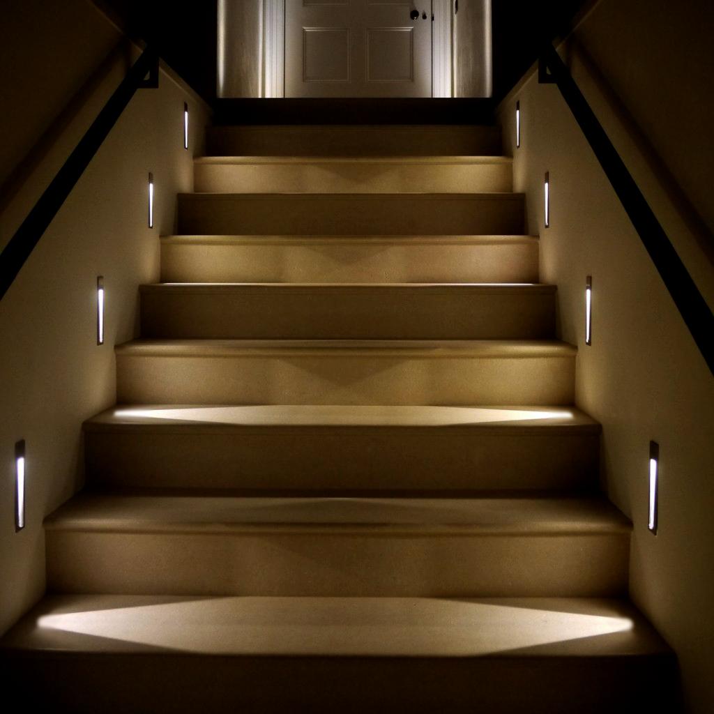 Освещение для лестниц в подъезде