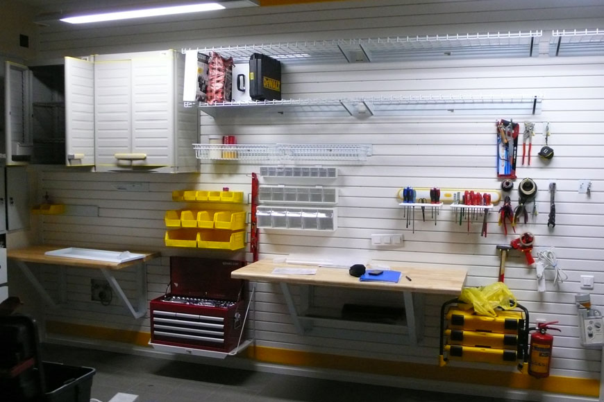 Освещение слесарной зоны в гараже
