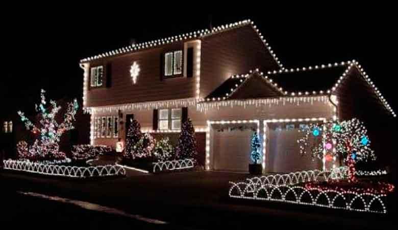 Контурное фасадное освещение дома