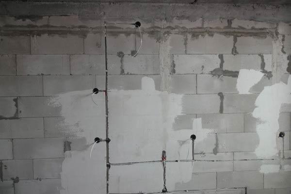 Скрытый способ установки розетки вытяжки под потолком