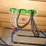 Правильный монтаж электрической проводки в деревянном доме – залог безопасности