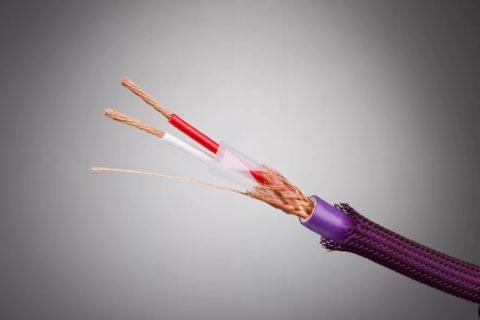 Экранированный акустический кабель с двойной изоляцией и оплеткой