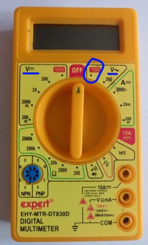 Положение переключателя для измерения напряжения в розетке