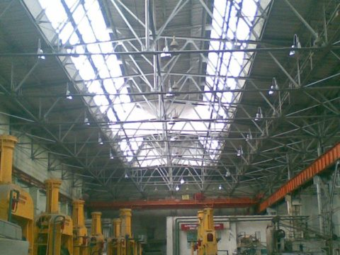 Верхнее естественное освещение промышленных зданий