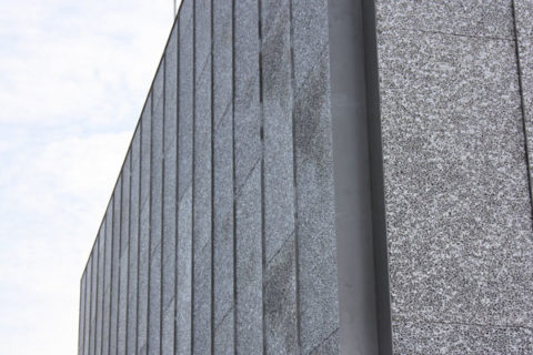 Фасад с шероховатой поверхностью