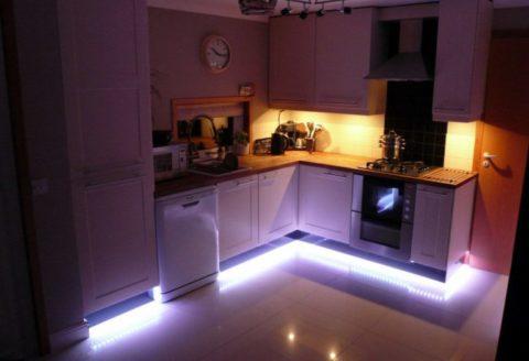 Светодиодное освещение на кухне: парящая мебель