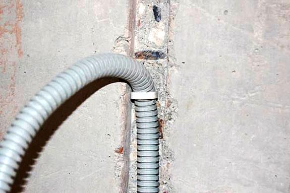 Укладка кабеля в штробу нужна ли гофра