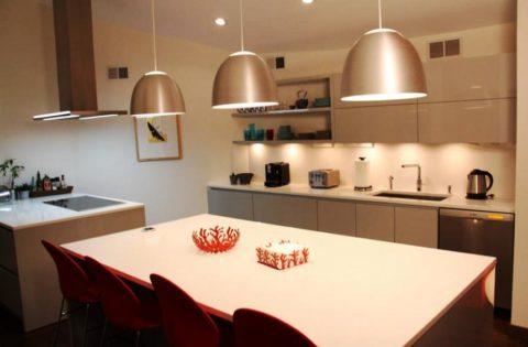 Освещение рабочей и обеденной зоны на кухне