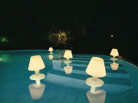 Надводные светильники могут иметь самые разнообразные формы