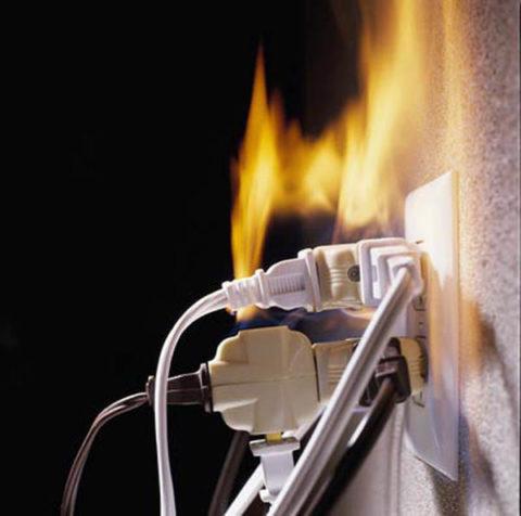 Перегрузка проводки грозит коротким замыканиям и пожаром
