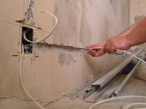 Штробление стен: долго, пыльно, дорого