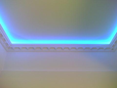Скрытая светодиодная подсветка потолка
