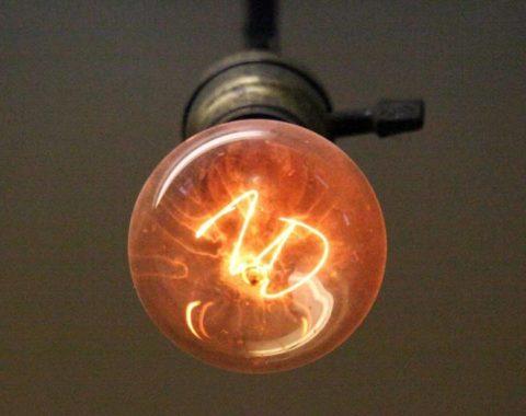 Старейшая в мире лампа накаливания непрерывно горит с 1901 года