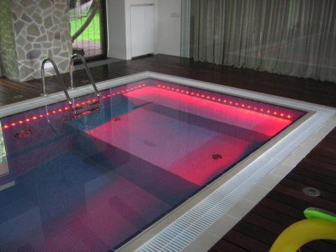 Светодиодная лента для подсветки бассейнов