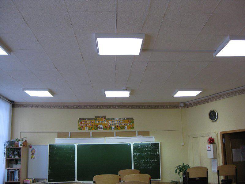 Люминесцентные лампы в школьном классе