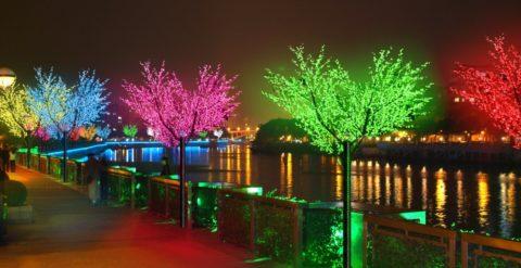 Декоративное освещение набережной