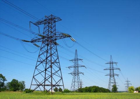 Для передачи энергии с минимальными потерями используются высоковольтные ЛЭП