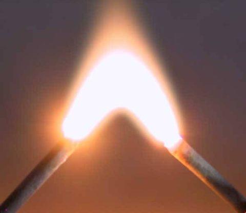 Электрическая дуга Петрова, которая по ошибке приписывается к открытиям Николы Тесла