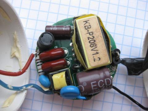 Электроника драйвера лампы плохо переносит высокую влажность
