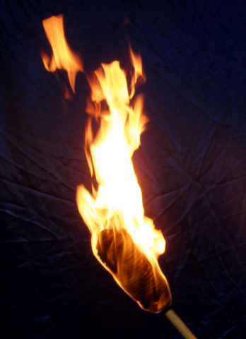 Горящий факел