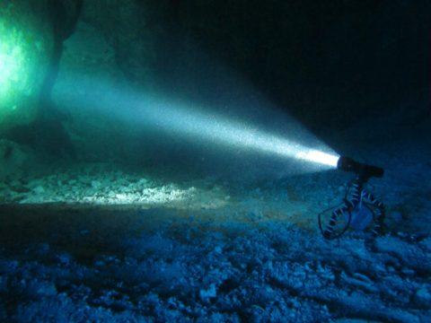 Мощный светодиодный фонарь подводный
