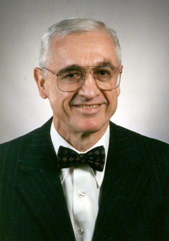 «Отец» светодиодного освещения Николас Холоньяк