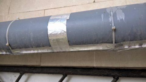 Полиэтиленовые стяжки обеспечивают дополнительную фиксацию кабеля