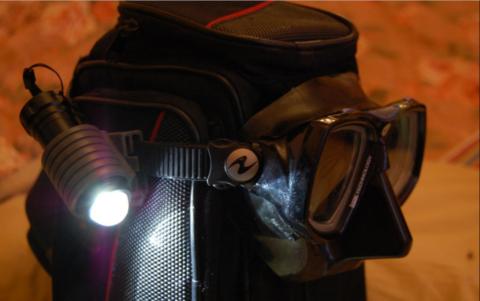 Самодельный подводный фонарь с креплением на маску