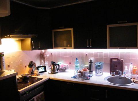 Светодиодная лента на кухне: подсветка рабочей зоны