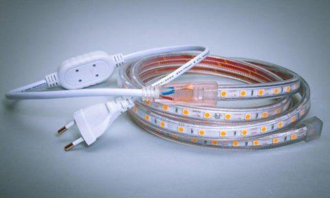 Высоковольтная лента подключается к сети через компактный выпрямитель в шнуре питания