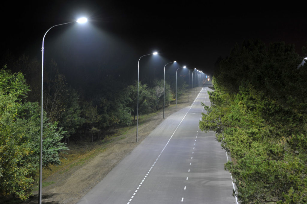 Односторонняя схема освещения дороги