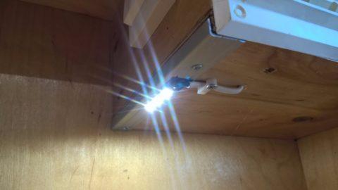 Дежурная подсветка в доме автора статьи: отрезок ленты на smd 5630 наклеен на алюминиевый рассеиватель