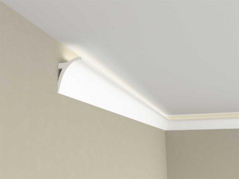 Лента наклеивается на багет, закрепленный с 5-сантиметровым отступом от потолка