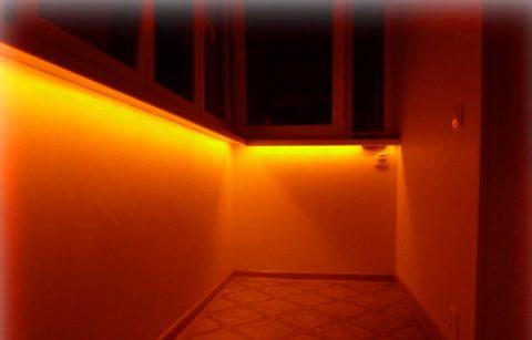 Нижняя светодиодная подсветка на балконе